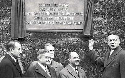 Unveiling of plaque on 12/2/47 during the fifth anniversary of the first self sustaining chain reaction
